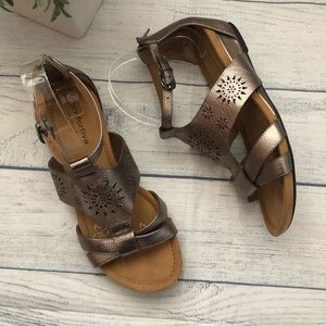 Comfortiva Pewter Leather Ankle Strap Sandal 8W